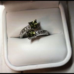 Jewelry - Ring - Open Band, Crossover Band w/Green Stones